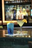 Bebidas em uma barra imagem de stock