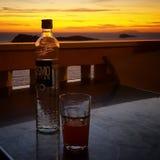 Bebidas en el balcón imagenes de archivo
