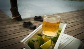 Bebidas en el muelle Foto de archivo libre de regalías