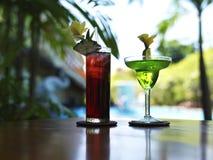 Bebidas en la piscina Fotografía de archivo