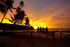 Bebidas en la puesta del sol Fotografía de archivo libre de regalías