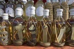 Bebidas espirituosas asiáticas con los reptiles Fotos de archivo libres de regalías