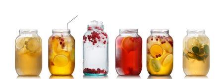 Bebidas frias em uns jarros Foto de Stock