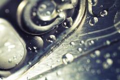 Bebidas frias lata, detalhe do close up imagens de stock