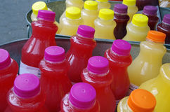 Bebidas gelados do suco das garrafas no gelo Imagens de Stock Royalty Free