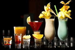Bebidas na barra Imagens de Stock