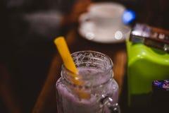 Bebidas que han corrido hacia fuera imagenes de archivo