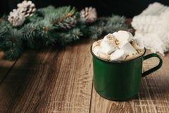 Bebidas quentes do outono e do inverno Ideias para o Natal, ação de graças, Dia das Bruxas Copo com cappuccino picante quente, co Fotos de Stock