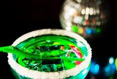 Bebidas saborosos e coloridas baseadas em vários álcoois, xaropes e Imagem de Stock Royalty Free