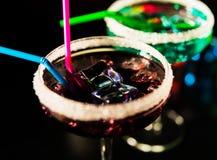 Bebidas saborosos e coloridas baseadas em vários álcoois, xaropes e Foto de Stock Royalty Free
