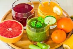 Bebidas verdes, amarelas e vermelhas Imagens de Stock Royalty Free