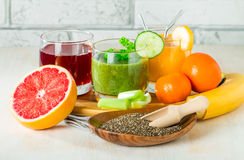 Bebidas verdes, amarelas e vermelhas Imagens de Stock