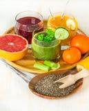 Bebidas verdes, amarelas e vermelhas Imagem de Stock