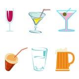 Bebidas y cócteles del alcohol en vidrios Imagen de archivo libre de regalías