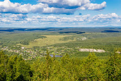 Beboste heuvels van een hoogte Royalty-vrije Stock Foto's