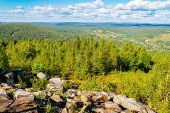 Beboste heuvels van een hoogte Royalty-vrije Stock Foto