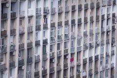 Bebott, gammalt och eftersatt kommunistiskt flerbostadshus arkivfoto
