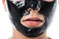 bebouwd beeld van jong meisje met gezichts zwart kosmetisch masker royalty-vrije stock foto's