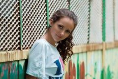 Bebouwde mening van mooie jonge vrouw royalty-vrije stock foto