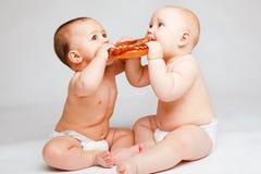 Bebês com pão Fotografia de Stock