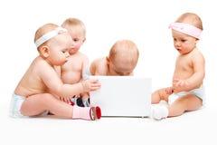 Bebés de la computadora portátil Foto de archivo libre de regalías