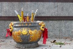 Bec d'encens avec le dragon photographie stock libre de droits