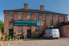 BECCLES UK - 28/06/2019: Durrants auktion hyr rum byggnad royaltyfri foto