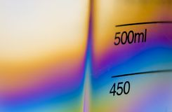Becher de mesure en plastique clair photos libres de droits