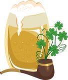 Becher des Bieres und des Rohres Stockbild