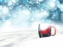 Becher des Weihnachten 3D angeschmiegt im Schnee Lizenzfreies Stockfoto
