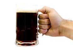 Becher dunkles Bier Lizenzfreies Stockfoto