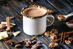 Becher heiße Schokolade lizenzfreie stockfotos