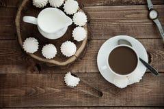 Becher Kaffee und Meringe Lizenzfreies Stockbild