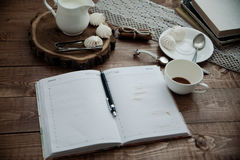 Becher Kaffee und Meringe Lizenzfreie Stockfotografie