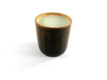 Becher mit Milch Stockbild