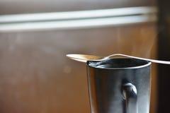 Becher Tee lizenzfreie stockfotografie