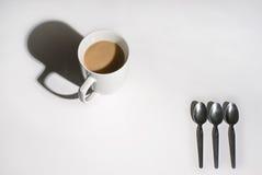 Becher Tee lizenzfreie stockbilder