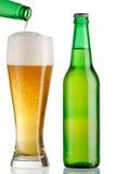 Becher und Flasche Bier Stockbild