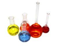 Bechers de laboratoire avec le liquide coloré Photos libres de droits