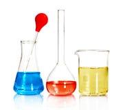 Bechers et verrerie de laboratoire photo stock