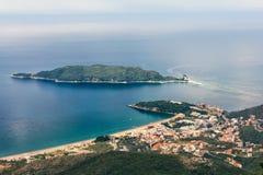 Becici和Sveti科列夫海岛,黑山顶视图  免版税库存照片