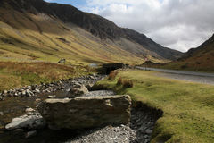Beck de Gatesgarthdale, passagem de Honister, Cumbria foto de stock royalty free