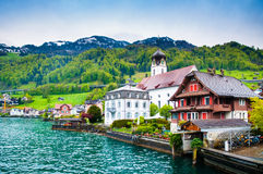 Beckenried - Vitznau的,卢赛恩,瑞士湖房子 库存照片