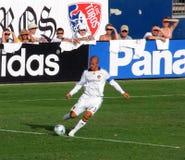 Beckham que golpea la bola con el pie Imágenes de archivo libres de regalías