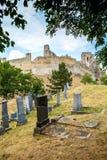 Beckov,斯洛伐克-在Beckov城堡附近的犹太公墓 免版税库存照片