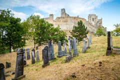 Beckov, Eslovaquia - cementerio judío cerca del castillo de Beckov Fotos de archivo libres de regalías