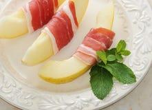 Becon och melon skinka Traditionell spanjormaträtt Royaltyfri Fotografi
