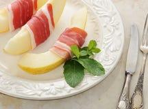 Becon och melon skinka Traditionell spanjormaträtt Arkivbilder