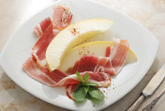 Becon y melón jamón Plato español tradicional Fotos de archivo libres de regalías