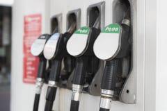 Becs remplissants de pompe à essence Photo stock